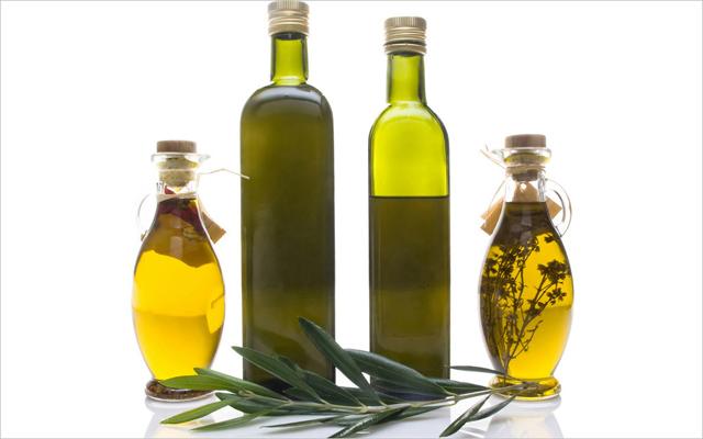 橄榄油的丰胸方法,需结合按摩手法和长期坚持