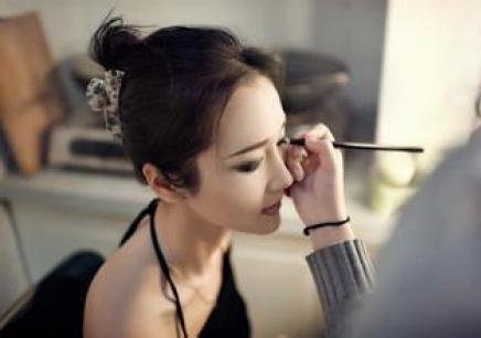 <b>再次强调:女人出门必须化淡妆,化妆师教淡妆顺序,0基础也能懂</b>