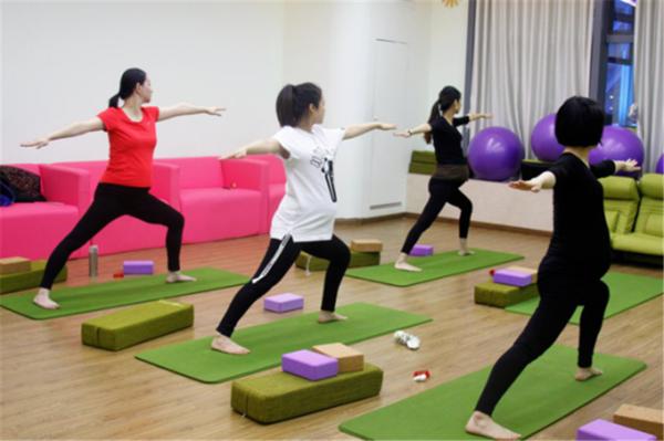 <strong>孕妇健身操有什么好处?做孕妇健身操有哪些注意事</strong>