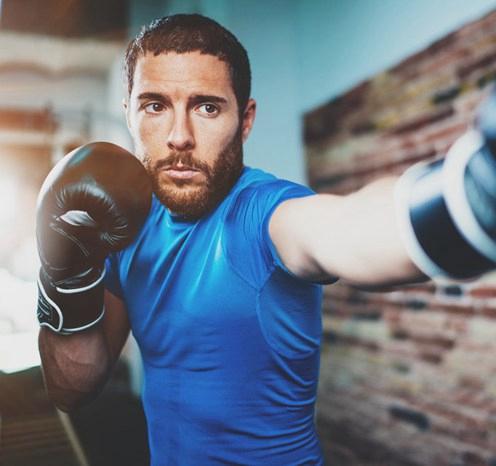 <strong>分享简单的男性家庭健身操,还你男人体魄</strong>