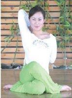 <b>8瑜伽丰胸锻炼方法,让胸部变得更丰满</b>